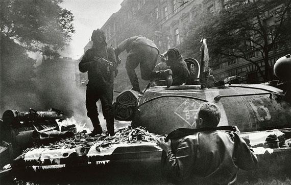 Einmarsch der Warschauer-Pakt-Truppen in Prag, 1968© Josef Koudelka, Magnum Photos
