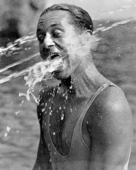 © Martin Munkácsi, Spaß im Lunabad, 1930
