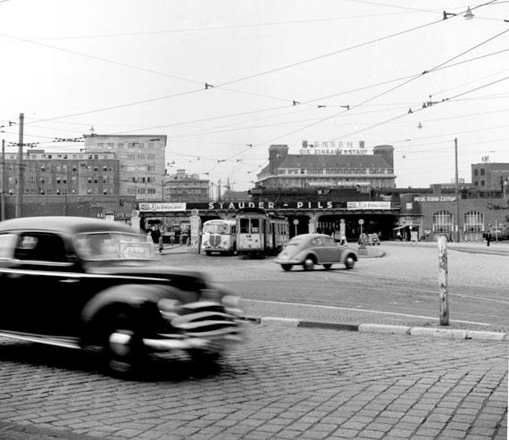 """aus der Serie: """"Nachkriegsjahre in Essen, Bochum und Oberhausen - Stadt"""" © Werner Freise"""