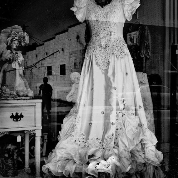 Matt Black: Storefront, Piedmont, Missouri, USA, 2016© Matt Black / Magnum Photos