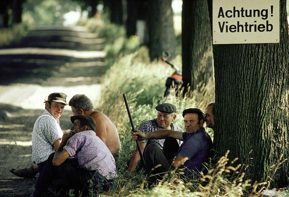 Cattle workers taking a break © Thomas Hoepker