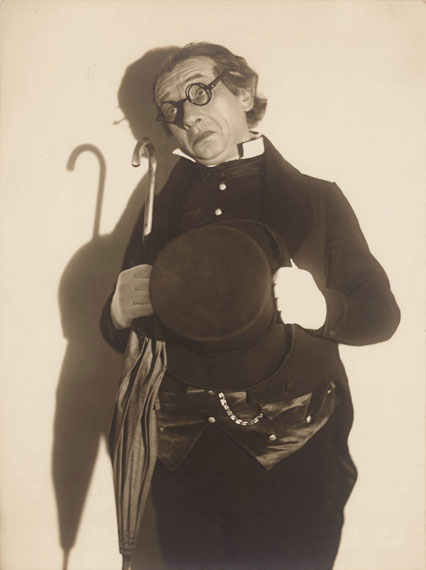 Suse Byk: Der Opernsänger Eduard Kandl, um 1934, Silbergelatineabzug, Privatbesitz