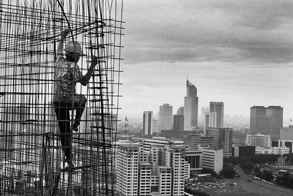 Bau der Rasuna-Anlage im Geschäfts- und Finanzviertel Kuningan. Jakarta, Indonesien. 1996© Sebastião Salgado