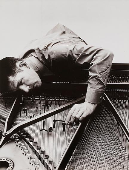 128 Irving Penn (1917-2009)John Cage. New York, 1946.Gelatin silver print (c. 1960).
