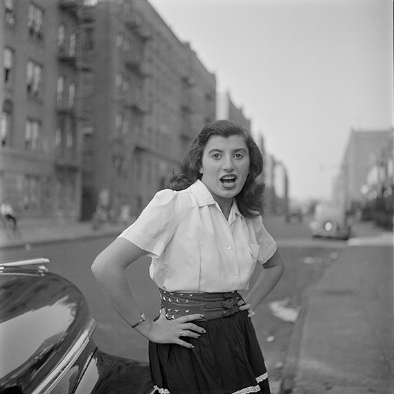 Stanley Kubrick for Look magazine. People Mugging. 1946. Museum of the City of New York. The LOOK Collection. Gift of Cowles Magazines, Inc., 1956. ©SK Film Archives and Museum of the City of New York.