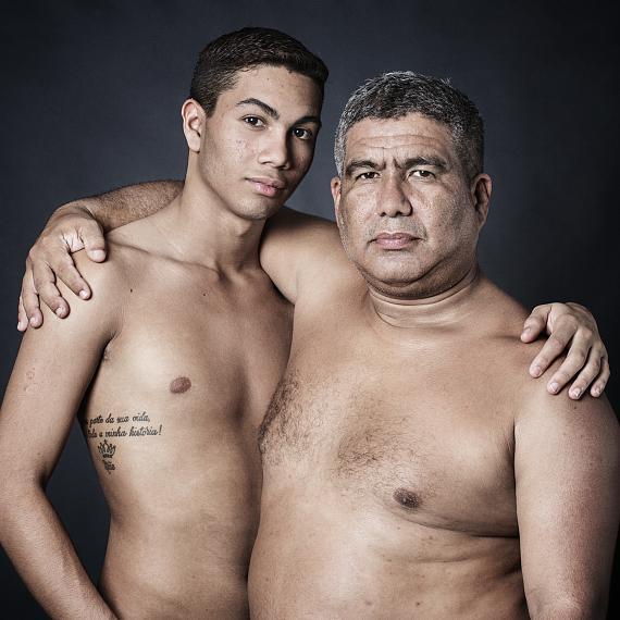 "Grégoire Korganow: Gerson and William, Brasilien, 2015aus der Serie ""Père et fils"", 2010-16 © Grégoire Korganow"