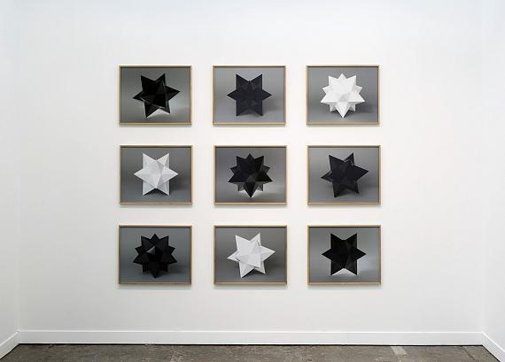 Adrian SauerLight and Dark StarsChromogener Abzug auf PE-Papierje 48,3 x 60,5 cmInstallationsansicht