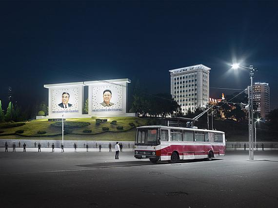 Eddo Hartmann (*1973 NL)Trolley Bus, Somun Street, Pyongyang, 2015, from the series Setting the Stage, Pyongyang, North Korea, 2014-2017 © Eddo HartmannExhibition venue: Deutsche Börse Photography Foundation