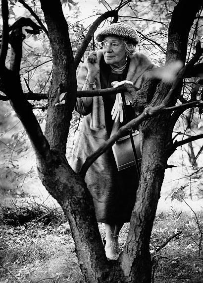 "Stefan Moses: Tilla Durieux, aus der Serie ""Große Alte im Wald"", Berlin 1963 © Stefan Moses"