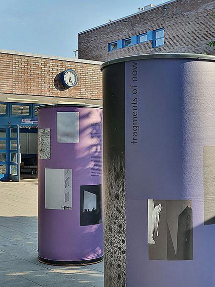 Installationsansicht vor dem Bahnhof Charlottenburganna thiele: Fragments of Now