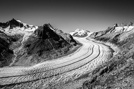"Aus der Serie ""Eagle Wings"": Vanishing, Aletsch Glacier III, 2016 © Nomi Baumgartl"