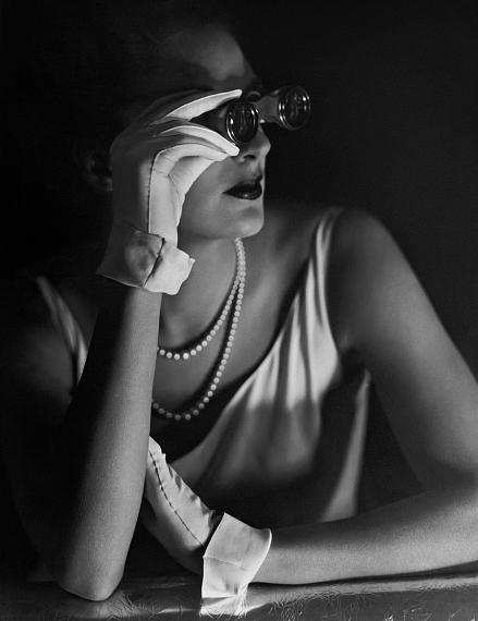 George Hoyningen-Huene: Evening Gloves, 1931© George Hoyningen-Huene Estate Archives