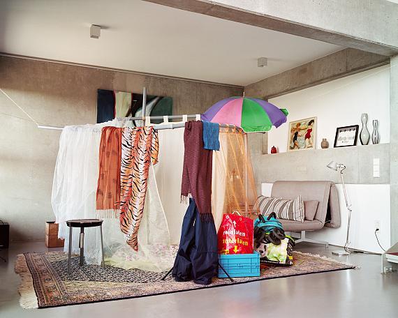 """#03 Berlin 2020/2021, aus der Serie """"Living Room""""© Jana Sophia Nolle / VG Bildkunst Bonn"""