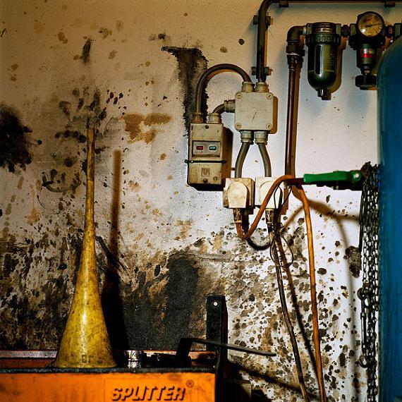 Jacquie Maria Wessels: Garage Still #05/2014 Amsterdam - NL, Analogue C-print