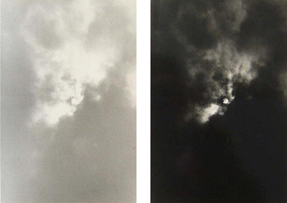 Timm RautertSonne und Mond von einem Negativ, 1972, Version: Auf den Kopf gestelltaus, der Serie: Bildanalytische Photographie, 1968 - 1974schwarz-weiß Fotografien, Bromsilbergelatine, Agfa-Brovira, papierstarkje 20,5 x 13,5 cm, auf Karton montiert, 30 x 24 cm, unter Passepartout, gerahmt 40 x 50 cm vorderseitig auf dem Karton signiert und datiert, Vintage, Unikat