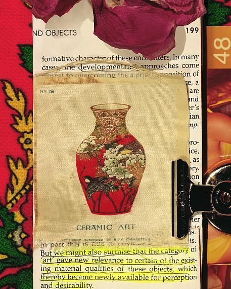 Sara Cwynar: Tobacco Silk 1 (Ceramic Art), 2020, aus der Serie: Tobacco Silk