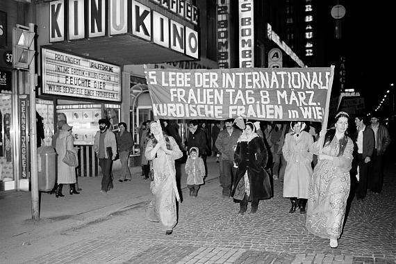 """Margherita Spiluttini: aus der Serie """"8. März Internationaler Frauentag, Wien, 1982"""""""