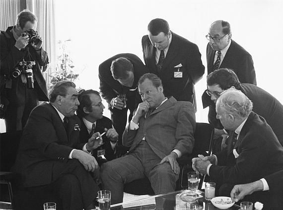 Barbara Klemm Leonid Breshnev, Willy Brandt, Bonn, 1973 © Barbara Klemm