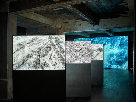"""Lisa Kohl: Sound and video installation """"Haven"""" (2021) communicates with two photography series: """"Shelter"""" (2019) and """"Passage // 32°32'04.7''N 117°07'26.3''W"""""""