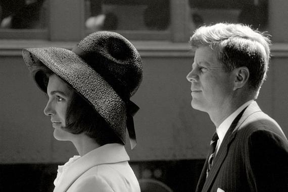 Jackie und John F. Kennedy erwarten Hassan II. von Marokko, Washington 1963 © Max Scheler
