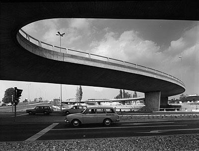 St. Annenknoten, Wolfsburg, 1973Schwarzweiß-Fotografie1126/5Foto: Heinrich Heidersberger© artur/Institut Heidersberger