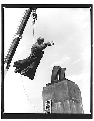 Antanas Sutkus: Good Bye, Party Friends, Litauen, Vilnius, 1991 © Münchner Stadtmuseum ©  Antanas Sutkus