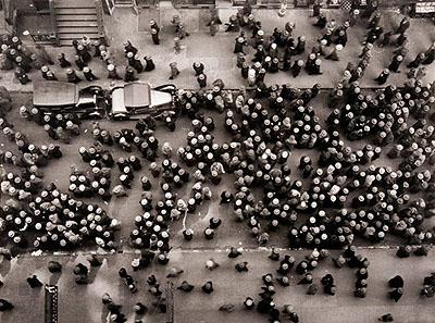 Lot 751 - Margaret Bourke-White (1904-1971) - Hats in the Garment DistrictEstimation : 2 500 / 3 000 €