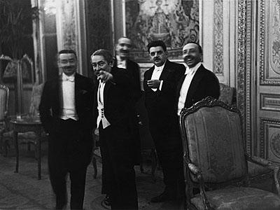 Erich Salomon, Aristide Briand seeing the hidden photographer, Paris 1931