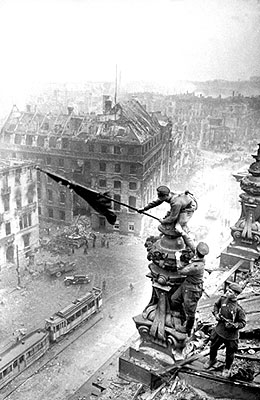 Berlin, 2. Mai 1945, 30 x 23,5 cm, signiert