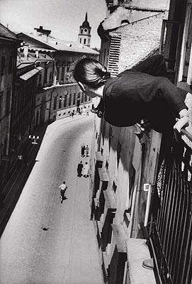 1959 Maratonas Universiteto gatveje,1Courtesy: Anya Stonelakewww.whitespacegallery.co.uk