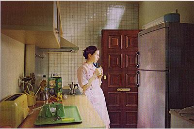 Laura Ribero, Electro-doméstica, 2003-2004, Aus der neunteiligen Serie, C-Print© Laura Ribero / Sammlung Verbund, Wien