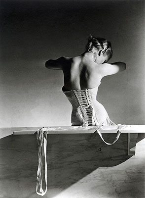 Mainbocher Corset , 1939 Gelatin Silver Print Recto embossed signed. Verso signed, titled, dated, annotated.ca. 51 x 61 cm© Horst P. Horst / Art & Commerce
