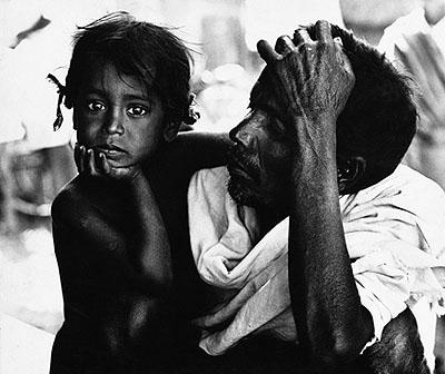 Blinder Vater mit seinem Sohn, Südindien - 1962