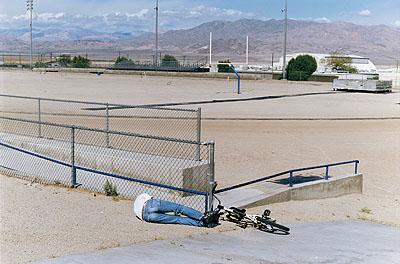 Dirt Field, aus der Serie: Trona - Armpit of America, 2008, © Tobias Zielony
