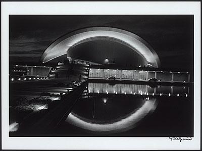 Giséle FreundKongresshalle im Tiergarten bei Nacht, 1958Silbergelatineabzug, 1998, sig.Stadtmuseum Berlin