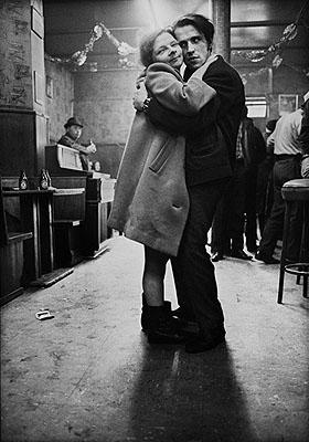 © 1978 by Anders Petersen courtesy Schirmer/Mosel, aus der Serie Café Lehmitz