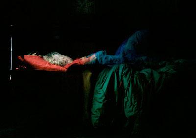 Karen Stuke, aus der Reihe sleeping sister, Labatut, inkjet-print auf photo rag, 2005