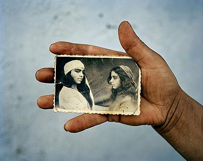 Joakim EskildsenVenus and Mucusoara, Stefanesti, RomaniaFrom the series The Roma Journeys, 2000-2006C-print, 75 x 90 cm© Joakim Eskildsen