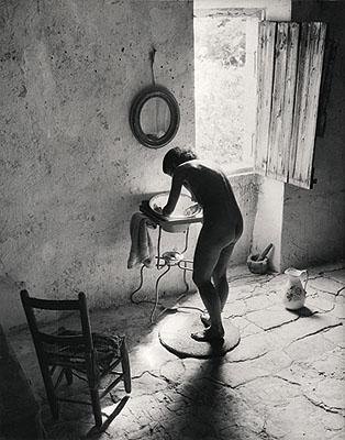 © Willy Ronis. Le nu provençal, Gordes, 1949.
