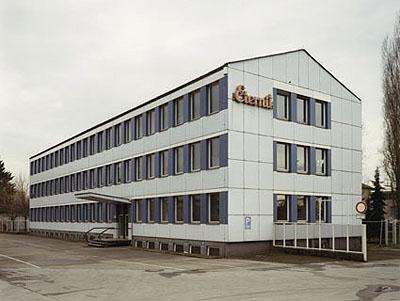 Thomas Ruff, Haus Nr. 11 III, 1990, C-Print/Diasec, 193 x 240 cm gerahmt, Courtesy der Künstler © VBK, Wien 2009