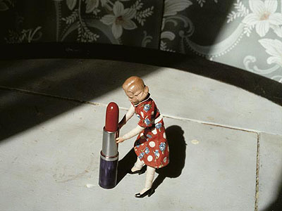 Pushing Lipstick, 1979 - © Laurie Simmons, Courtesy Sperone Westwater, New York