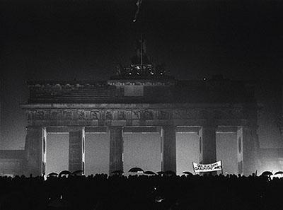 © Barbara Klemm, Öffnung des Brandenburger Tors, Berlin, 22. Dezember 1989