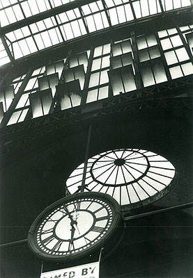 © Louis Stettner, The Big Clock, Penn Station, 1958