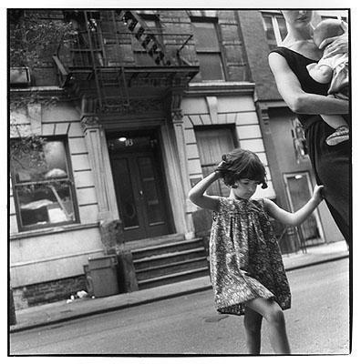 crossing christopher street © Sylvia Plachy