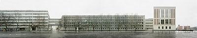 ©2007 Arwed Messmer, Breite Strasse 1-11, Kanzleiflügel des Staatsratsgebäudes mit der Überbrückung der Neumannsgasse zum ehemaligen Ministerium für Bauwesen der DDR, 85 x 440cm