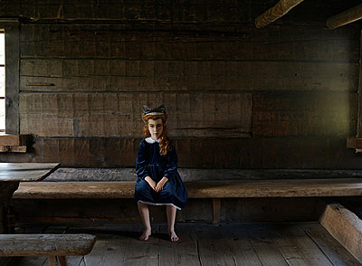 Anni Leppälä: Rooms: girl in a museum from the series Possibility of Constancy, 2007, © Anni Leppälä