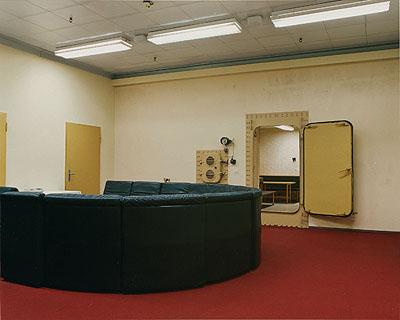 Margret Hoppe, aus der Serie: Die Kammer, Kienbaum, 2008, C-Prints und Siebdrucke© Margret Hoppe