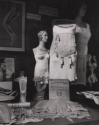 Herbert List, ORTHOPEDIC SHOP WINDOW, c. 1930.