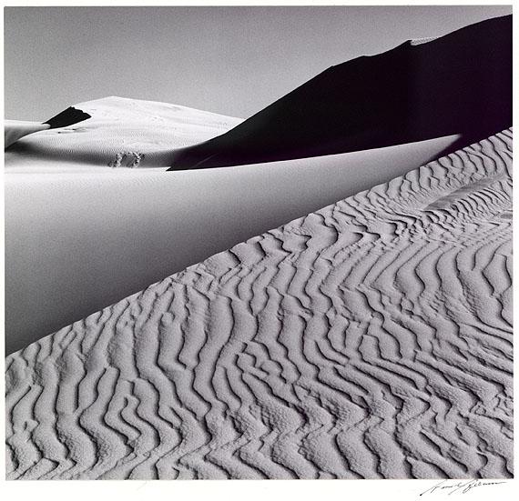 Ansel Adams (1902-1984)Dunes, Oceano, California (Portfolio Four. What Majestic World)Kalifornien 1963VintageSilbergelatine18,3 x 19,1 cmStartpreis: 3.000 EuroSchätzpreis: 5.000-7.000 Euro