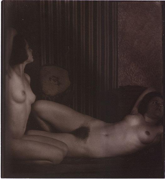 Anton Josef Trčka (1893-1940)Aktstudie XIX1926VintageSilbergelatine14,2 x 13,1 cmStartpreis: 12.000 EuroSchätzpreis: 20.000-25.000 Euro